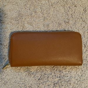 Tan zip around wallet